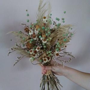 Menyasszonyi csokor natúr, fehér, menta színű szárazvirágokból, Menyasszonyi- és dobócsokor, Menyasszonyi- és dobócsokor, Esküvő, Virágkötés, Menyasszonyi csokor szárazvirágokból.\n\nMérete:\nHosszúság: kb. 35 cm\nÁtmérő: kb. 20 cm, Meska