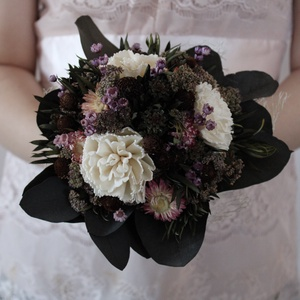 Menyasszonyi csokor krémszínű, lila rózsaszín szárazvirágokból , Esküvő, Menyasszonyi- és dobócsokor, Menyasszonyi csokor szárazvirágokból.  Mérete: Szélesség: kb. 20 cm Magasság: kb. 24 cm, Meska