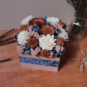 Kék-rózsaszín virágdoboz, Otthon & Lakás, Dekoráció, Asztaldísz, Virágkötés, Meska