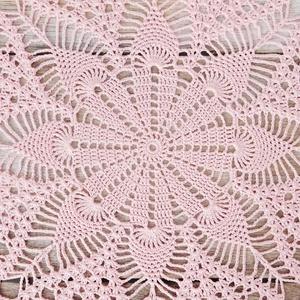 Rózsaszín nagyméretű horgolt csipke terítő, asztalközép 50 cm - Meska.hu
