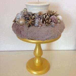 Adventi dekor , Otthon & Lakás, Dekoráció, Asztaldísz, Virágkötés, Csodás arany tortatálra helyeztem pihe-puha szőrrel bevont alapot, majd egy gyertyával és termésekke..., Meska