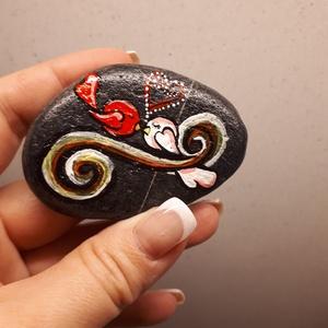 Szerelem-Festett kő, Dekoráció, Otthon & lakás, Szerelmeseknek, Ünnepi dekoráció, Lakberendezés, Festett tárgyak, Kézzel festett kő,Valentin napra, vagy csak úgy a szerelem kifejezésére tökéletes ajándéknak is :)\nI..., Meska