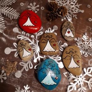 Festett kavics- Angyal, Karácsony, Otthon & lakás, Dekoráció, Ünnepi dekoráció, Karácsonyi dekoráció, Képzőművészet, Festett tárgyak, Egyedi kézzel festett kavics , angyalka motívummal. A kavicsokat akrilfestékkel festettem, majd sely..., Meska