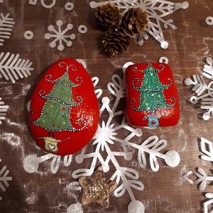Festett kavics - Karácsony, Karácsony, Karácsonyi dekoráció, Otthon & lakás, Képzőművészet, Dekoráció, Ünnepi dekoráció, Festett tárgyak, Egyedi kézzel festett kavicsok karácsonyi motívummal.\nA kavicsokat akrillal festettem, majd selyemfé..., Meska