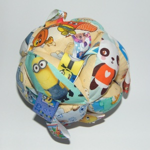 Címkés csörgő babalabda- állatkás, Gyerek & játék, Játék, Baba játék, Készségfejlesztő játék, Varrás, 12 db cikkelyből készült babalabda. A kicsik figyelmét felkeltő színes,  anyagból készült. A cikkek ..., Meska