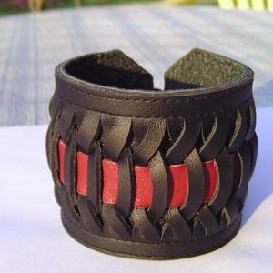 Fűzött férfi  bőrkarkötő bordó-fekete, Ékszer, Férfiaknak, Ékszer, kiegészítő, Bőrművesség, Ékszerkészítés, \n\nFekete  és bordó marhabőrből készítettem ezt a karkötőt.\nSaját tervezés és kivitelezés.\nKézzel raj..., Meska