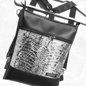 3in1 csillogó hüllőmintás ezüst-fekete női hátizsák oldaltáska , Táska & Tok, Variálható táska, Varrás, Fekete és csillogó ezüst  textilbőrből  készítettem ezt az úgymond 3in1 táskát.\nLehet válltáska,háti..., Meska