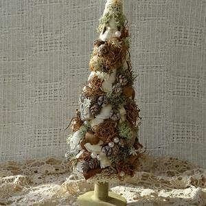 Vintage karácsony, Karácsony & Mikulás, Karácsonyi dekoráció, Festett tárgyak, Virágkötés, Már régóta terveztem,hogy elkészítek egy karácsonyfát ahogyan én képzelem, kis finom díszítéssel,oly..., Meska