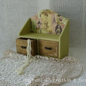 Vintage kis  fiókos szekrény, tároló, ékszertartó., Asztali ékszertartó, Ékszertartó, Ékszer, Decoupage, transzfer és szalvétatechnika, Festett tárgyak, Nagyon szép árnyalatú ez a vintage zöld festék mellyel lefestettem ezt a kis fiókost. Kellemes összh..., Meska