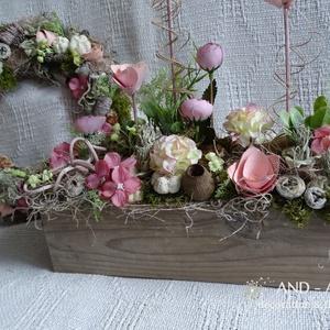 Roses kollekció.Nyári dekoráció szettben., Lakberendezés, Otthon & lakás, Asztaldísz, Ajtódísz, kopogtató, Famegmunkálás, Virágkötés, Életteli rózsaszín tavaszi virágokból készült ez a kollekció.Saját készítésű modern stílusú ládánkba..., Meska