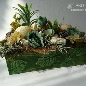 Nyári dekoráció-asztaldísz. And-art mód, Otthon & Lakás, Dekoráció, Asztaldísz, Famegmunkálás, Virágkötés, Egyedi tervezéssel készítettem a fa ládát, 3 d mintával és élénkebb zöld árnyalatú festéssel, ettől ..., Meska