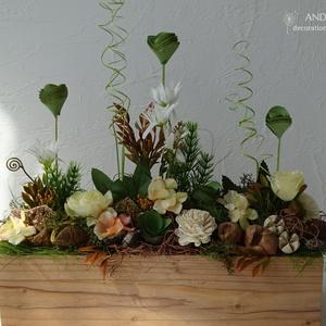 Tavaszi- nyári dekoráció, asztaldísz. Barack virág..., Dekoráció, Otthon & lakás, Lakberendezés, Asztaldísz, Famegmunkálás, Virágkötés, Barack és üde zöld színösszeállítással díszítettem ezt a szép faerezetes ládánkat.\nTartós tavaszi-ny..., Meska