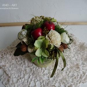 Alma szüret- őszi asztaldísz., Otthon & lakás, Lakberendezés, Asztaldísz, Dekoráció, Őszi hangulat-egy kis alma szürettel fűszerezve. Bádog kaspóba készített őszi dekoráció száraz virág..., Meska