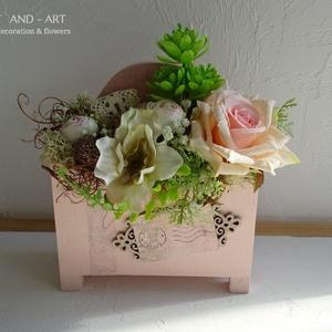Roses kollekció. A különleges alkalmakra...., Esküvő, Meghívó, ültetőkártya, köszönőajándék, Nászajándék, Otthon & lakás, Lakberendezés, Asztaldísz, Decoupage, transzfer és szalvétatechnika, Virágkötés, Mintha postán érkezett volna ez az egyedi formájú ajándék doboz. Melyben a virágok úgy lettek elhely..., Meska