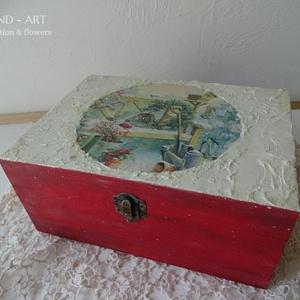 Mesés téli táj- tároló doboz, ajándékátadó., Otthon & Lakás, Karácsony & Mikulás, Karácsonyi dekoráció, Decoupage, transzfer és szalvétatechnika, Festett tárgyak, Többféle kreatív technikával készült ez a tároló doboz, várja a belevaló kincseket....\nMérete: 22 cm..., Meska