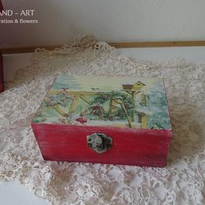 Mesés téli táj- tároló doboz, ajándékátadó., Otthon & Lakás, Karácsony & Mikulás, Karácsonyi dekoráció, Decoupage, transzfer és szalvétatechnika, Festett tárgyak, Többféle kreatív technikával készült ez a tároló doboz, várja a belevaló kincseket....\nMérete: 14 cm..., Meska