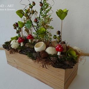 Természetes őszi asztaldísz gombával., Otthon & lakás, Lakberendezés, Asztaldísz, Dekoráció, Saját készítésű ládánkba kerültek a pöttyös gombák és száraz virág társaik. Kellemes őszi asztaldísz..., Meska