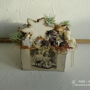 Vintage-Karácsony váró...Asztaldísz ünnepi dekoráció., Karácsony & Mikulás, Karácsonyi dekoráció, Famegmunkálás, Virágkötés, Egyedi báj lengi körül ezt a vintage stílusú karácsonyi asztaldíszt. Mely decoupage technikával dísz..., Meska