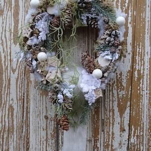 Téli ajtódísz-kopogtató., Otthon & Lakás, Karácsony & Mikulás, Karácsonyi kopogtató, Virágkötés, Különleges téli ajtódísz készült.\nEgyedileg csak neked.\nTeljes mérete: 44 cm x 27 cm., Meska