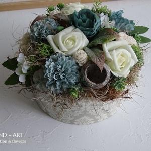 Vintage virágdoboz. Tavaszi-nyári asztaldísz., Otthon & lakás, Dekoráció, Ünnepi dekoráció, Ballagás, Lakberendezés, Asztaldísz, Esküvő, Meghívó, ültetőkártya, köszönőajándék, Decoupage, transzfer és szalvétatechnika, Virágkötés, Harmonikus  lila és rózsaszín selyemvirágokkal díszített kézi készítésű vintage stílusú doboz.Trendi..., Meska