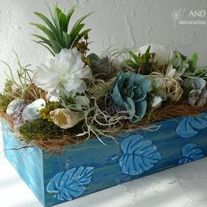 Nyári dekoráció-asztaldísz 3. And-art mód., Otthon & Lakás, Dekoráció, Asztaldísz, Festett tárgyak, Virágkötés, Egyedi tervezéssel készítettem a fa ládát, 3 d mintával és élénkebb kék árnyalatú festéssel, ettől e..., Meska