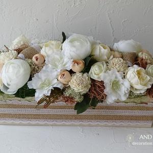 Romantikus nyári dekoráció-Vintage stílusban., Esküvő, Esküvői dekoráció, Otthon & lakás, Lakberendezés, Asztaldísz, Festett tárgyak, Virágkötés, Vintage kedvelőknek ajánlom ezt a bézs-fehér árnyalatú, minőségi selyemvirágokkal és élethű zöldekke..., Meska