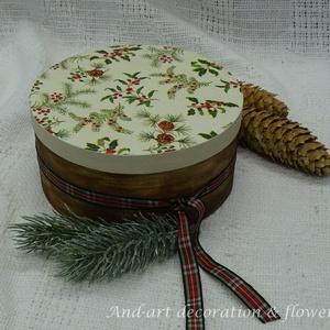 Karácsonyi csomagoló, dekoráció, ünnepi doboz., Otthon & Lakás, Karácsony & Mikulás, Karácsonyi csomagolás, Decoupage, transzfer és szalvétatechnika, Festett tárgyak, Klasszikus karácsonyi hangulatot idéz meg ez a doboz készlet.Több funkciós tároló doboz.\nTöbb méretb..., Meska