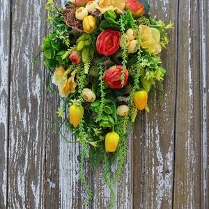 Tavaszi friss-egyedi kopogtató, ajtódísz. LIMITÁLT!, Otthon & Lakás, Dekoráció, Ajtódísz & Kopogtató, Famegmunkálás, Virágkötés, Rendelhető!\n\nElkészítési idő: 2 nap\n\nKülönleges formavilágú, friss, vitalizáló színekkel készült na..., Meska