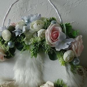 Trendi táskacsokor-téli esküvőre., Esküvő, Menyasszonyi- és dobócsokor, Menyasszonyi- és dobócsokor, Virágkötés, Mindenmás, Különleges esküvői csokor, ha valami egyedit szeretnél. Téli esküvőre készült. A táska csillogó, és ..., Meska