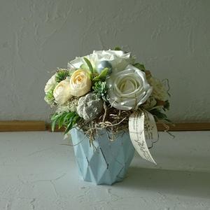 Romantikus asztaldísz-több évszakos., Otthon & Lakás, Dekoráció, Asztaldísz, Festett tárgyak, Virágkötés, Különleges formavilágú kaspót díszítettem gyönyörű rózsákkal és más virágokkal, miután nekem tetsző ..., Meska