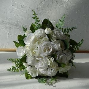 Hófehér menyasszonyi csokor- örökcsokor., Esküvő, Menyasszonyi- és dobócsokor, Virágkötés, Nagy méretű kézben kötött menyasszonyi csokor fehér árnyalatú virágokból, kiegészítve élethű zöldekk..., Meska