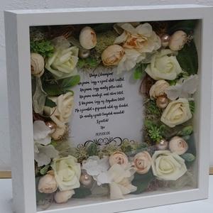 Romantikus köszöntő ajándék-szülőköszöntő., Esküvő, Emlék & Ajándék, Szülőköszöntő ajándék, Festett tárgyak, Virágkötés, Egyedi 3 d mintával készült, belsejében élethű selyemvirágok és kiegészítő díszítés öleli körül a sz..., Meska