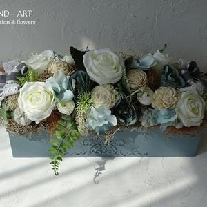 Vintage kék asztaldísz, esküvői dekoráció, otthon dísz., Asztaldísz, Dekoráció, Esküvő, Famegmunkálás, Virágkötés, Romantikus ódon kék  asztaldekorációt készítettem. Egyedileg készített ládánkat 3d mintával díszítet..., Meska