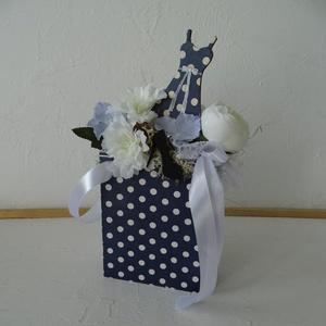 Egyedi ajándék lányoknak-ballagásra, születésnapra., Otthon & Lakás, Dekoráció, Csokor & Virágdísz, Decoupage, transzfer és szalvétatechnika, Virágkötés, Decoupage technikával díszített fa táska doboz csajosan- ha valami különlegeset keresel.\nTeljes mére..., Meska
