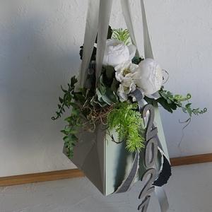 Ballagásra- lánynak táskacsokor, Otthon & Lakás, Dekoráció, Csokor & Virágdísz, Virágkötés, Trendi csajos ballagási táska készült több színben.\nKézben könnyen vihető, karra akasztható.\nMindegy..., Meska