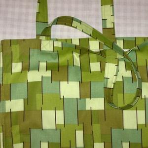 Tarka zöld bevásárló táska, Shopper, textiltáska, szatyor, Bevásárlás & Shopper táska, Táska & Tok, Varrás, A sokféle zöld árnyalattól lesz  vidám ez a táska. Vastag, erős vászonból varrtam, az oldalvarrások ..., Meska
