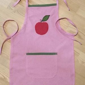 Csupapötty  gyerek kötény, almás, Gyerek & játék, Otthon & lakás, Konyhafelszerelés, Kötény, Patchwork, foltvarrás, Varrás, Pöttyös anyagok kombinálásával készítettem ezt a kis kötényt, alma mintával. \nMegkötős pántokkal leh..., Meska