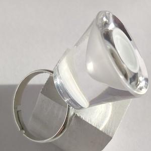 Egyedi, fehér tölcséres üveggyűrű, Ékszer, Gyűrű, Statement gyűrű, Ez az egyedi gyűrű, egy melegen fúvott – már kicsorbult, használhatatlan - üvegkehely újrahasznosítá..., Meska