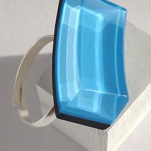Íves, kék üveggyűrű, Ékszer, Statement gyűrű, Gyűrű, Ez az egyedi gyűrű, egy melegen fúvott, un. dupla színköpenyes (világoskék, sötétkék) – már kicsorbu..., Meska