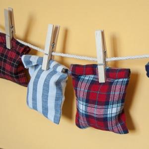Öko Adventi naptár készlet: kis piros, kék, zöld kockás zsákok apró ajándékoknak, ünnepváró meglepetésnek tiniknek is (andindadesign) - Meska.hu