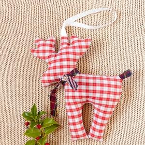 Piros fehér felakasztható dísz - környezetbarát modern lakásdísz kockás textilből természetes stílusban, Otthon & Lakás, Dekoráció, Függődísz, Varrás, Piros fehér kockás rénszarvas lakás díszítésre adventkor, télen vagy akár bármelyik évszakban - enne..., Meska