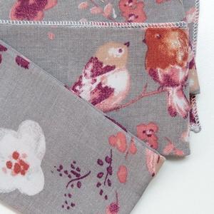 2 db puha, kisméretű textil zsebkendő vagy szalvéta újrahasznosított madármintás virágos pamutból, Otthon & Lakás, Konyhafelszerelés, Szalvéta, Varrás, Madárkás virágos textil zsebkendő kis- és nagylányoknak karácsonyra vagy csak úgy :)\n\nModern, cuki, ..., Meska