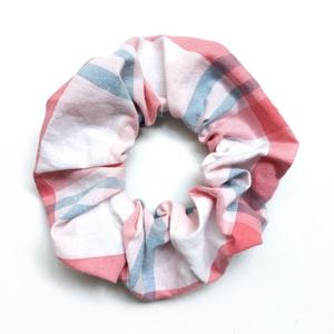 Rózsaszín hajgumi - kockás scrunchies - rugalmas textil karkötő kockás mintával lányoknak, nőknek, barátnőknek, Ruha & Divat, Hajdísz & Hajcsat, Varrás, Csajos, vidám, tavaszi hangulatú hajdísz sportoláshoz pamutból és gumiból. \nEgyedi kiegészítője a mi..., Meska