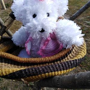 Pihe-puha hófehér macika - horgolt, Maci, Plüssállat & Játékfigura, Játék & Gyerek, Horgolás, Kötés, A pihe puha macikát szempilla fonalból készítettem. \nBiztonsági műanyag szeme és orra van. \nA mellén..., Meska