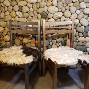 Ellentétek vonzásában: szőrmés szék (antik réz), Lakberendezés, Otthon & lakás, Dekoráció, Bútor, Szék, fotel, Festett tárgyak, Famegmunkálás, Egyedi stílusú szőrmés székké álmodtam újjá ezt a retro széket.\nAz ülőkére eredeti állatszőrme kerül..., Meska
