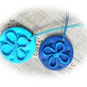 Játékos kék virágos (andreart) - Meska.hu
