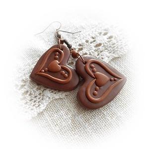 Karamellás csokiszív fülbevaló, Ékszer, Fülbevaló, Lógó fülbevaló, Gyurma, Ékszerkészítés, Meska