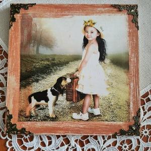 Ázsiai kislány, Otthon & lakás, Lakberendezés, Falikép, Dekoráció, Decoupage, transzfer és szalvétatechnika, Festett tárgyak, Ázsiai kislányt ,kiskutyával ábrázoló falikép.20x20.cm. anyaga:fa, Meska