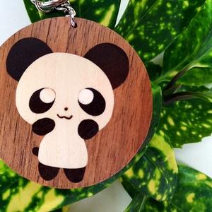 Cuki panda fa kulcstartó (Intarzia), Egyéb, Kulcstartó, táskadísz, Táska, Divat & Szépség, Famegmunkálás, Aranyos panda maci egyedi kulcstartó.\nMinden termékemet 100%-ig kézzel ill. egy szikével készítek és..., Meska