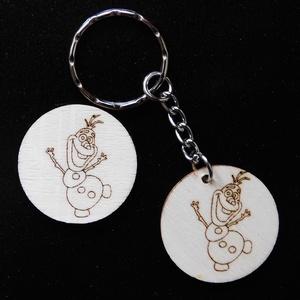 Olaf kulcstartó/mágnes, Táska & Tok, Kulcstartó & Táskadísz, Kulcstartó, Gravírozás, pirográfia, Famegmunkálás, Kézzel rajzolt kedves Olaf a Jégvarázs című meséből.\nKulcstartó és hűtőmágnes formájában. \nNem ez a ..., Meska